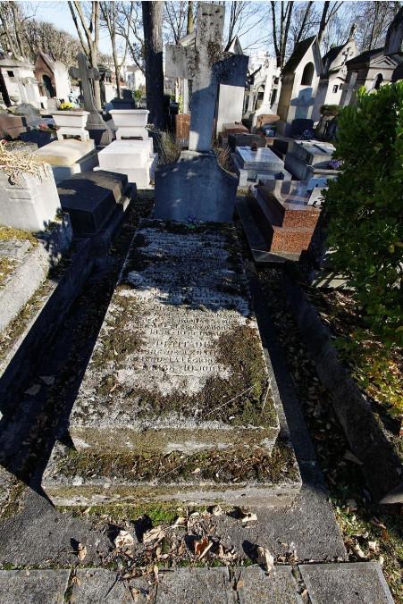 La tombe d'Edouard Petit au Père Lachaise, à Paris. Le gouverneur décéda au large de l'Australie, dans le bateau qui l'évacuait sur la France.