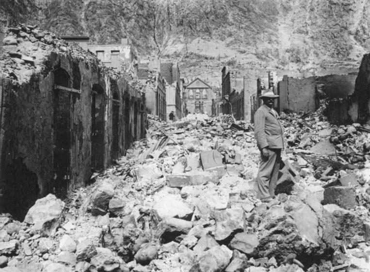 L'éruption de la Montagne Pelée, à la Martinique en 1902, fit près de trente mille morts et quasiment autant de sans-abri. Le gouverneur Petit espérait repeupler les Marquises avec certains d'entre eux.