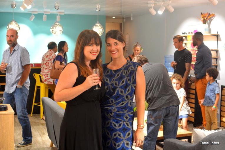 Luce et Salomé ont ouvert leur propre magasin, un opticien. Un concept de salon confortable, où les clients sont chouchoutés. Bon courage à elles!