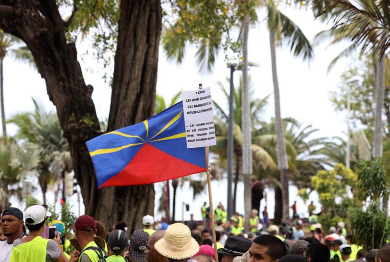 """""""Gilets jaunes"""": """"risques avérés"""" de pénurie de produits de première nécessité à La Réunion"""