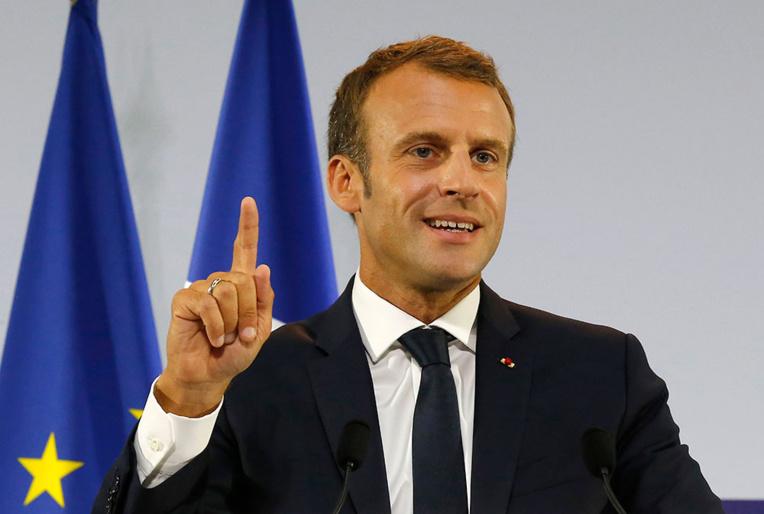 """""""Gilets jaunes"""": Macron demande aux partis et syndicats de lancer un appel """"clair et explicite au calme"""""""