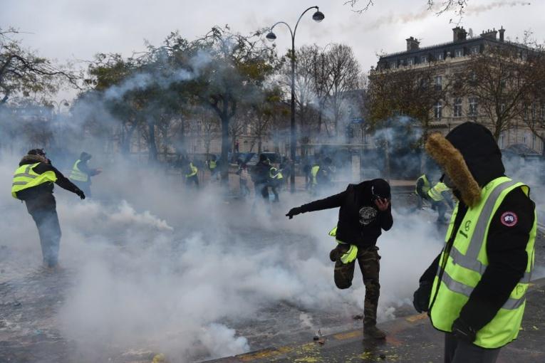 """""""Gilets jaunes"""": l'usage de certaines grenades pendant les manifestations décrié par des avocats"""