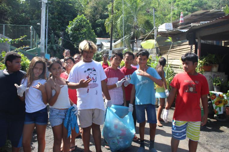 Les enfants ont arpenté les alentours de l'école Mamao pour ramasser les déchets.