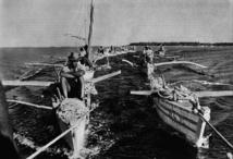 Au départ, les nacres sauvages sont récoltées par des plongeurs
