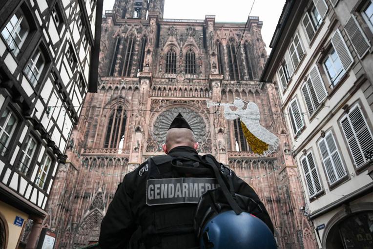 Attentat de Strasbourg: la chasse à l'homme se poursuit