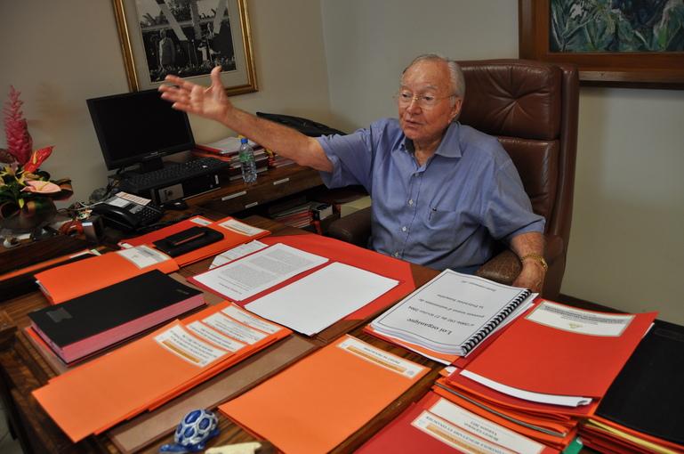 """Ouverture du procès des emplois """"fictifs"""" : l'interview exclusive de Gaston Flosse"""