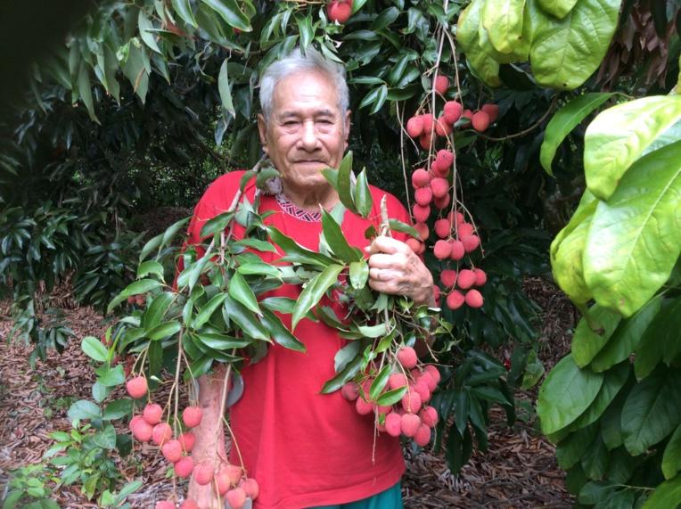 Taputuhurupee Taroaitehaihai, âgé de 85 ans, est le père de 17 enfants, dont Virginia. Il vit de l'agriculture depuis son plus jeune âge.