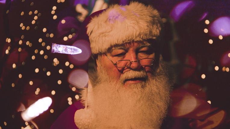 Le Père Noël, traqué par l'armée américaine, a démarré sa tournée