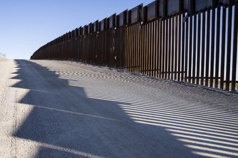 Trump menace de fermer la frontière avec le Mexique faute de financement du mur