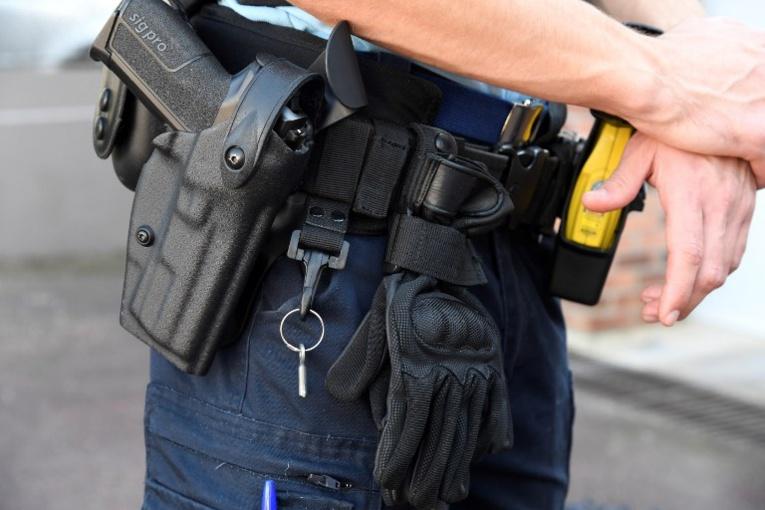 Un gendarme, arrêté en possession d'explosifs à Paris, mis en examen et écroué