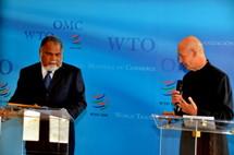 Sela Molisa, ministre des finances de Vanuatu et Pascal Lamy, Directeur Général de l'OMC lundi à Genève (Source photo : OMC)