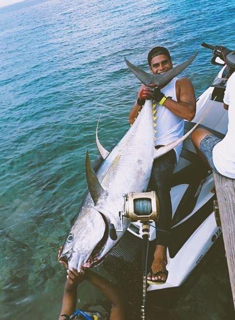 Avec son jet-ski il pêche un thon de 75 kilos