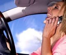 Route: un accident corporel sur 10 lié au téléphone, même avec un kit