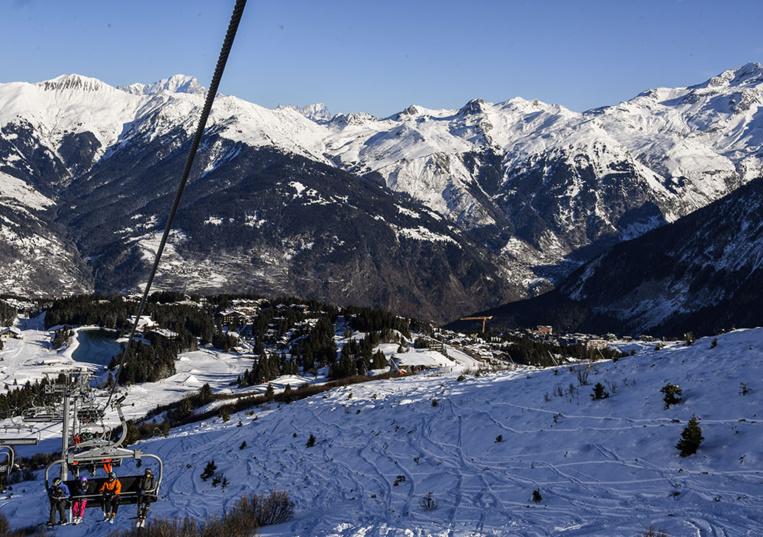 Savoie: un skieur polonais se tue en percutant un panneau de signalisation