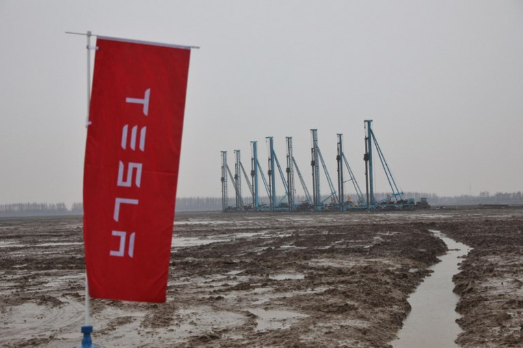 """Tesla lance la construction d'une """"giga-usine"""" en Chine"""