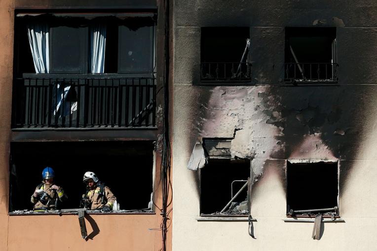 Espagne: quatre morts dans l'incendie de deux immeubles, un bébé dans un état critique