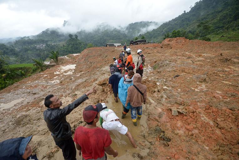Indonésie: le bilan d'un glissement de terrain porté à 32 morts