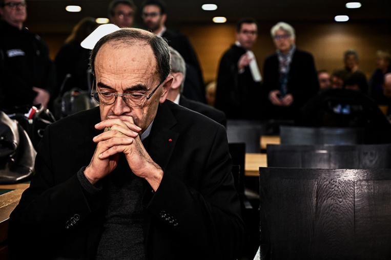 """Procès Barbarin: la défense dénonce un """"spectacle"""", les plaignants l'""""omerta"""" de l'Eglise"""
