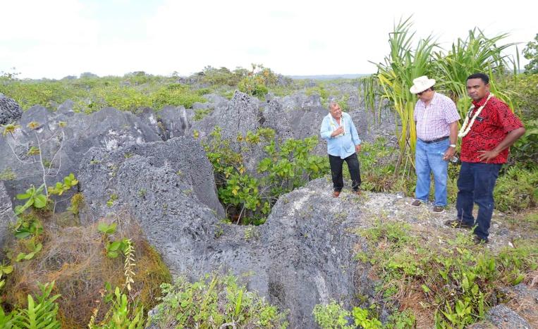 Le gouvernement s'est rendu en juillet 2017 sur l'atoll de Makatea afin de faire le point sur le projet d'extraction de phosphate porté par Colin Randall.