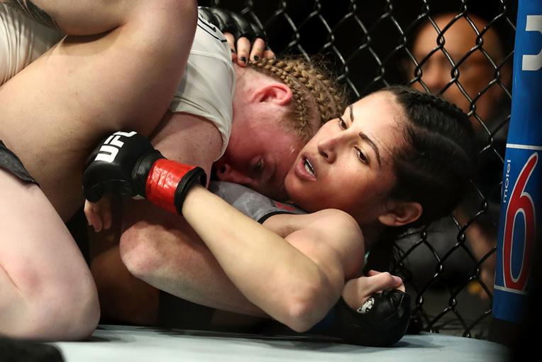 Brésil: un voleur tabassé par une championne de MMA