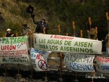 Manifestation contre le projet de barrages en Patagonie © Incahuella