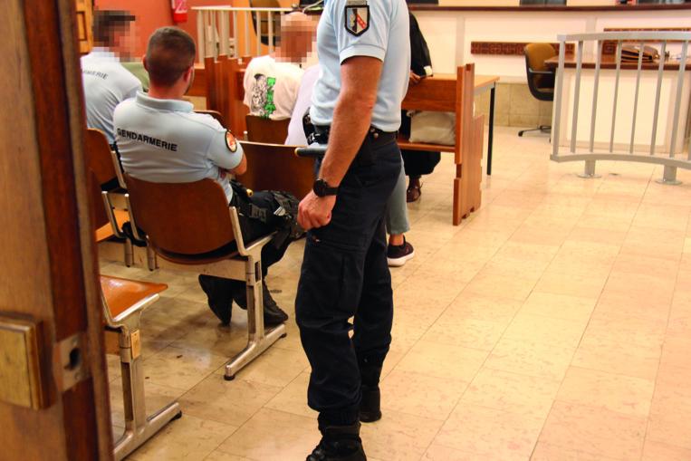 Ivre, il manque de percuter un véhicule de la Gendarmerie