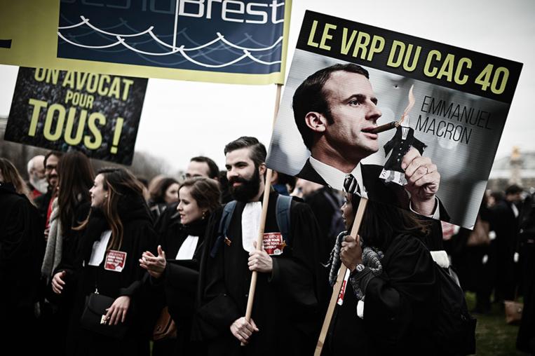 """Avocats et de magistrats défilent par milliers à Paris pour une """"justice de proximité"""""""
