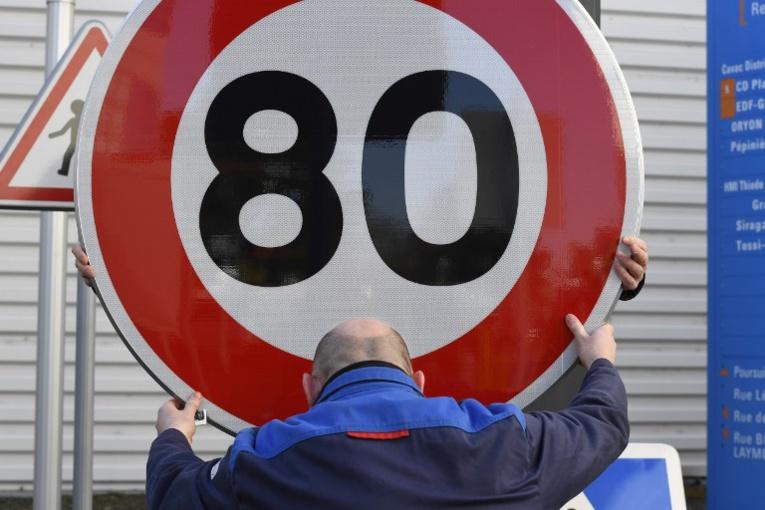 Grand débat: Macron amorce un recul sur les 80 km/h au risque de désavouer Philippe