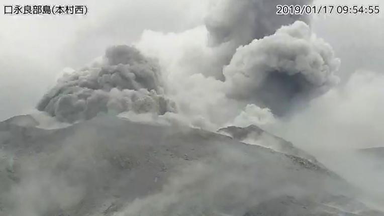 Japon: éruption d'un volcan sur une petite île du sud-ouest