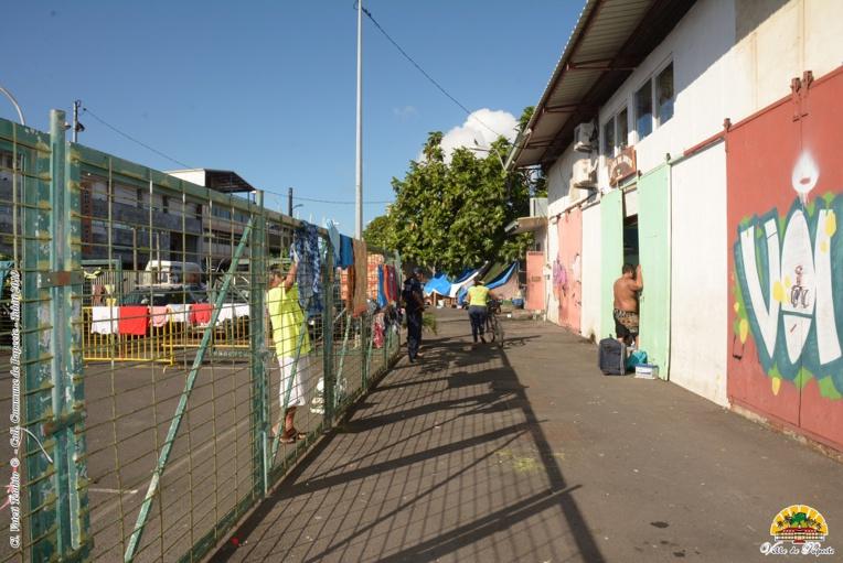 """Le secours catholique gère le centre """"Te Vai'ete"""", depuis 1994. Un espace où les sans-abris peuvent prendre leur petit-déjeuner. Ce domaine s'étend sur près de 1 500 mètres carrés.déjeuner de 6 à 8 heures."""