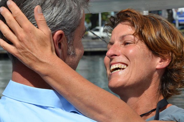 L'émouvante arrivée de la navigatrice Anne Quéméré à Papeete VIDEO