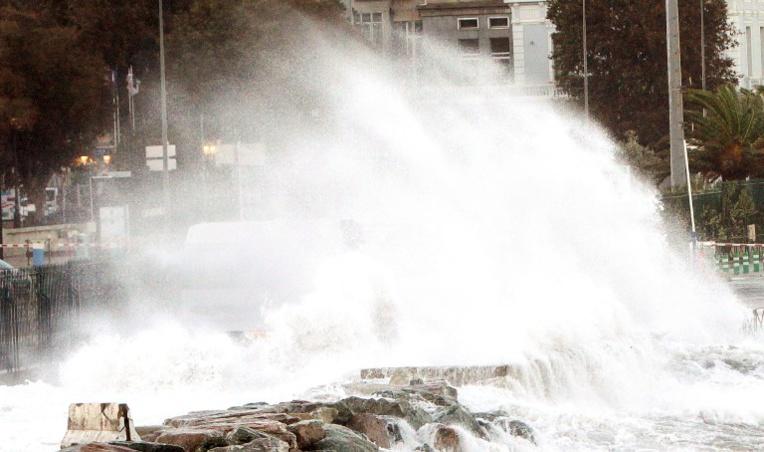 Tempête Gabriel: 41 départements en vigilance orange neige, verglas ou vent