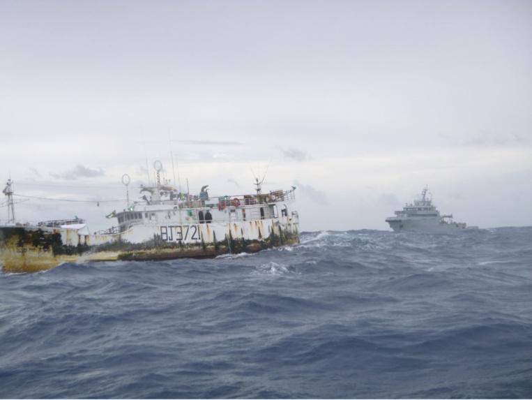 Le Bougainville intervient sur un incendie à bord d'un navire de pêche taïwanais