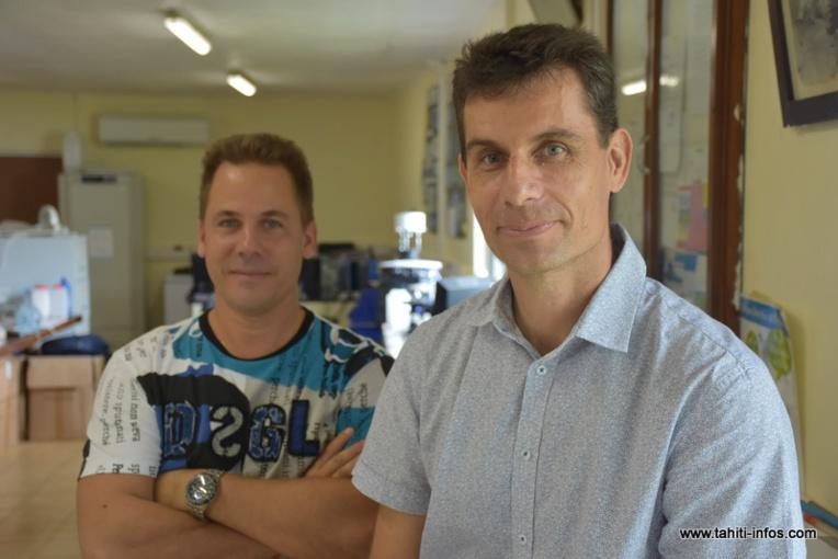 Hervé Bossin, chercheur responsable du laboratoire d'entomologie médicale de Paea et Jérôme Marie, ingénieur de laboratoire à l'ILM.