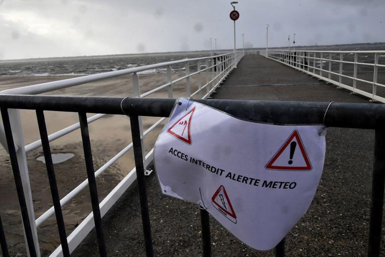 La tempête Gabriel quitte la France vers l'Allemagne, plus que deux départements en vigilance