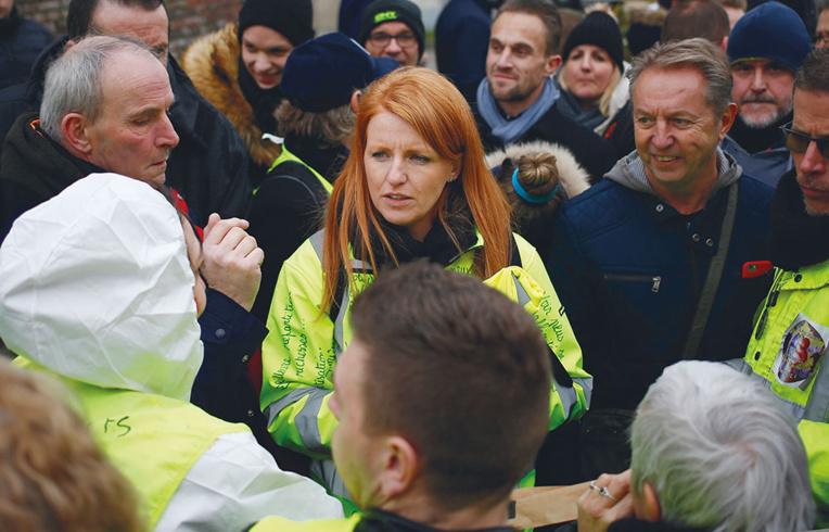 """Au ministère des Outre-mer, des """"gilets jaunes"""" demandent du """"concret"""" à Girardin"""