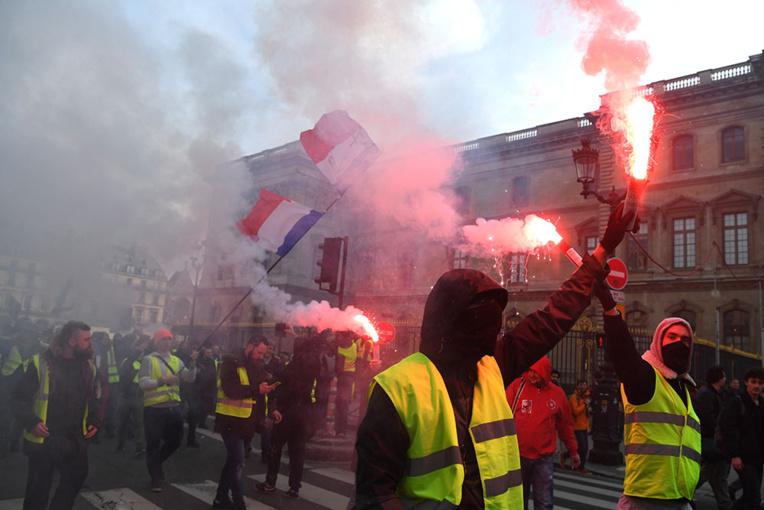 """CGT et """"gilets jaunes"""": plusieurs milliers de manifestants défilent à Paris"""