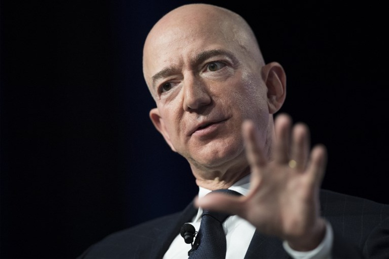 Jeff Bezos accuse un tabloïd proche de Trump de chantage via des photos intimes