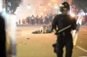 Canada: un instant d'amour sur fond d'émeute capté par un photographe