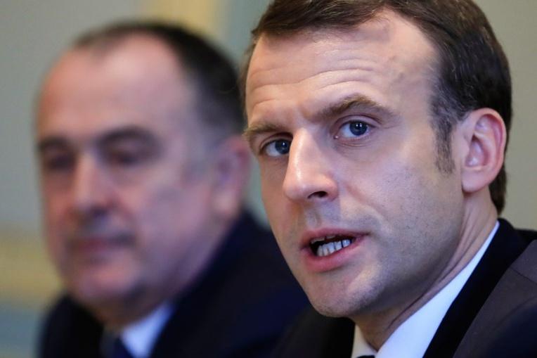 A la mi-temps du grand débat, Macron cherche à garder l'avantage