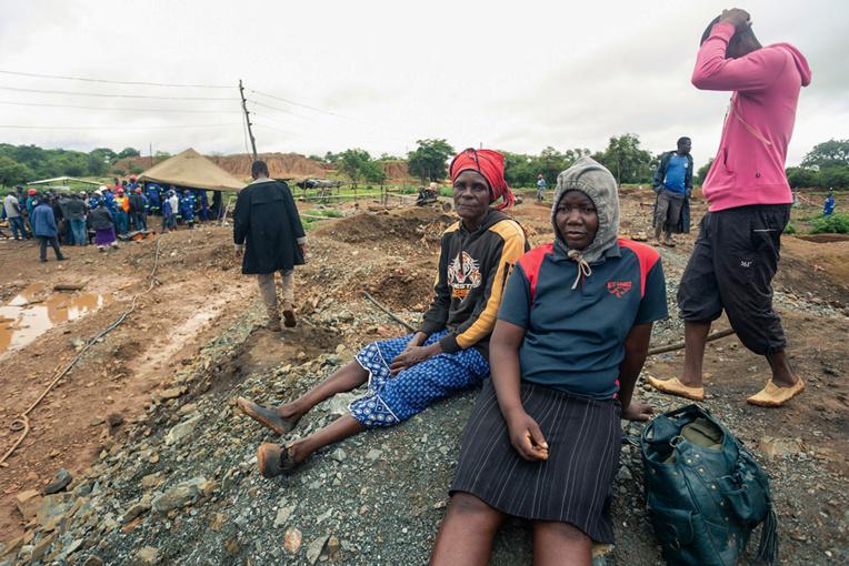 Huit mineurs clandestins secourus d'une mine d'or inondée au Zimbabwe