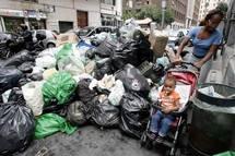 """Ode poétique sur internet à Naples, """"territoire de déchets"""""""