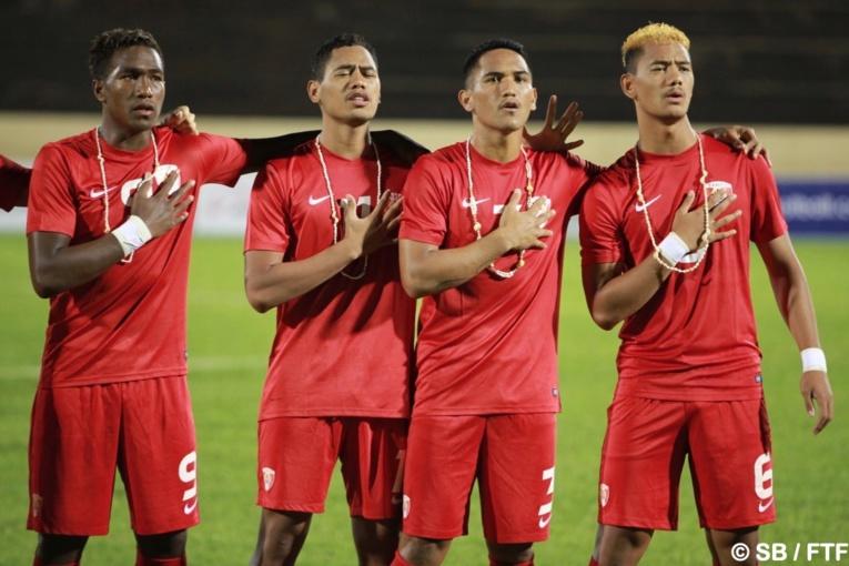 Terai Brémond, à droite, porte le n°6 en sélection de Tahiti.