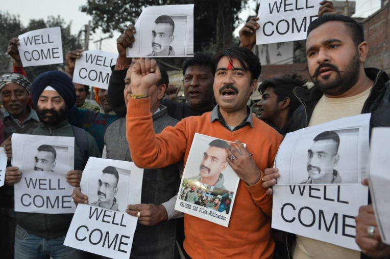 """Le Pakistan va libérer un pilote indien en un """"geste de paix"""""""