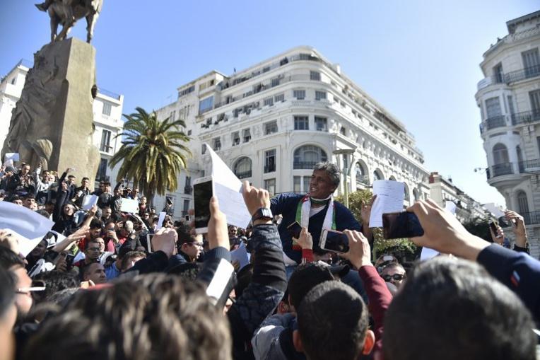 Plusieurs dizaines de milliers d'Algériens manifestent contre un 5e mandat de Bouteflika