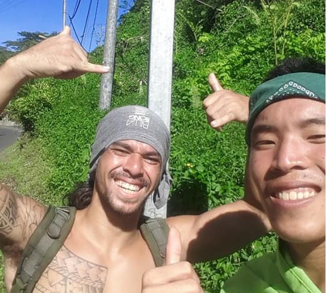 Jason et Maiti ont parcouru 115 kilomètres pour alerter sur le réchauffement climatique. crédit : Facebook Nana sac plastique.