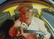 Un automobiliste de 85 ans écrase deux fois sa femme par inadvertance