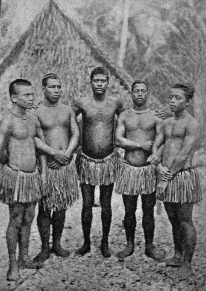 Quelques jeunes Nauruéens, qui retrouvèrent enfin la paix sous l'administration allemande, pendant vingt-six ans.
