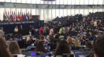 Le haka des élèves de Papara au Parlement européen