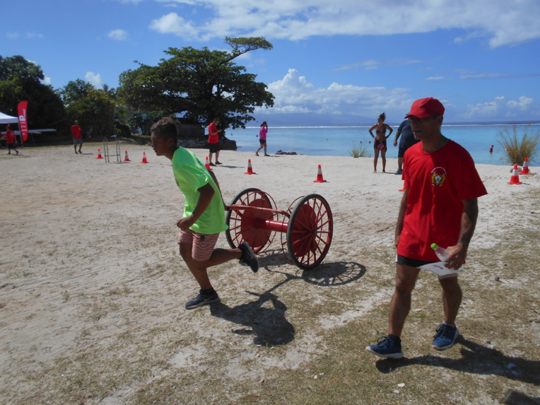 Une soixantaine de jeunes sapeurs-pompiers de Tahiti et Moorea se sont retrouvés samedi dernier, sur la plage publique de Temae.
